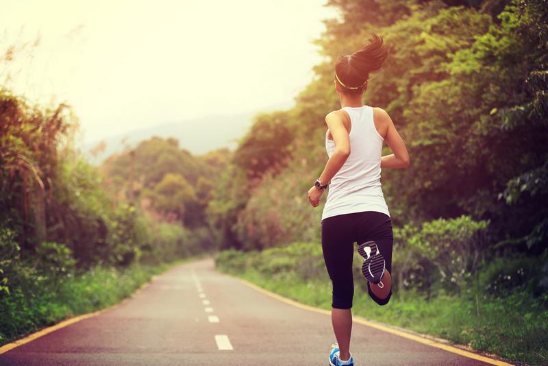 Ako sa obliecť na beh? Prispôsobte svoj výber počasiu!