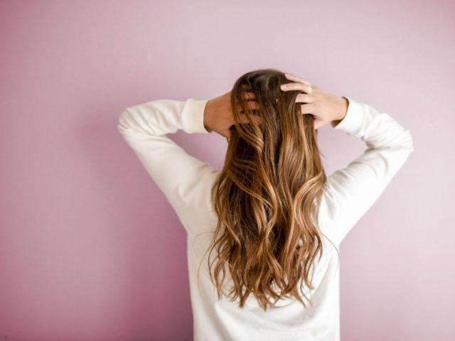 Čo by mal obsahovať kvalitný olej na vlasy a ako pomáhajú bielkoviny